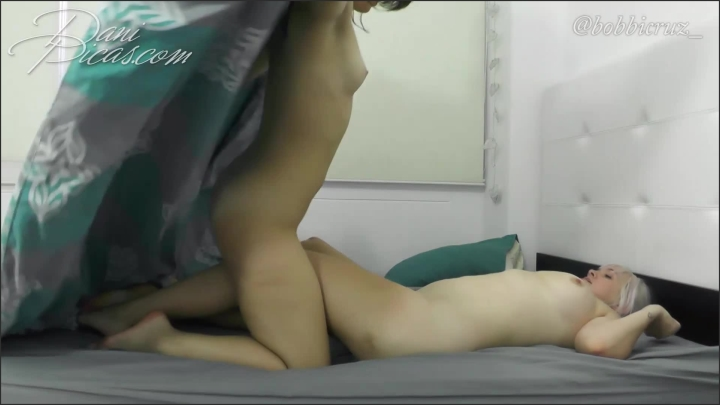 [Full HD] hot lesbian sex under the covers dani picas - DirtyDaniPicas, - manyvids   Size 383,2 MB