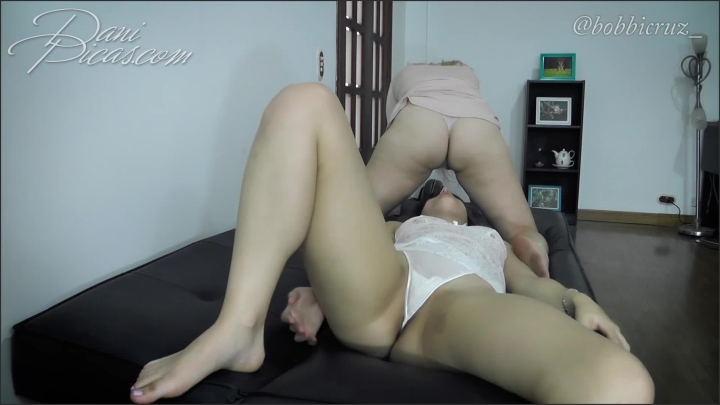 [Full HD] lesbian facesitting and upskirt dani picas - DirtyDaniPicas, - manyvids | Size 389,7 MB