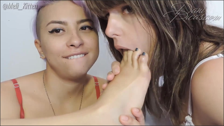 [Full HD Porn] meli and i kissing and sucking her toes dani picas - DirtyDaniPicas - ManyVids Porn |...