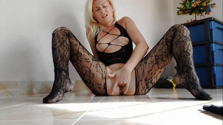 [HD] missanja 2 orgasms in crotchless pantyhose - MissAnja - ManyVids | Fingering, Orgasms, Blonde - 629,3 MB