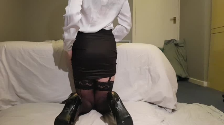"[HD Video] ""JessicaXD"" jessicaxd horny little secretary touching herself / (ManyVids)   Garter &..."