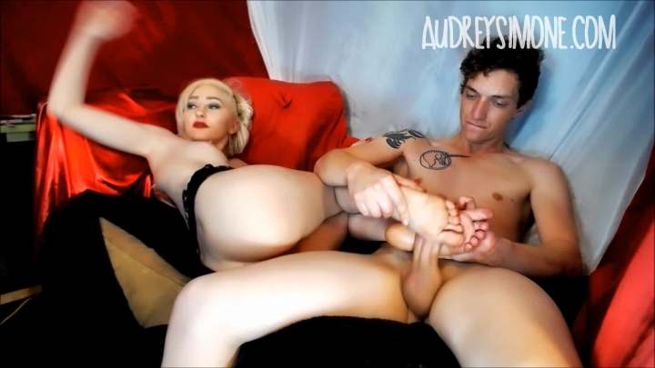 [Full HD] audreysimone oily barefoot and fishnet footjob - AudreySimone - ManyVids | Footjobs, Foot Worship - 672,5 MB