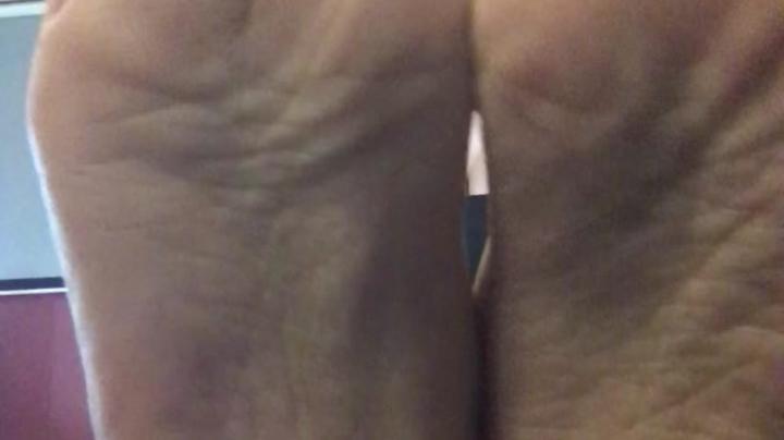 [Full HD Porn] lilylanexxx painting my toes - LilyLanexxx - ManyVids Porn | Wrinkled Soles, Toenail ...