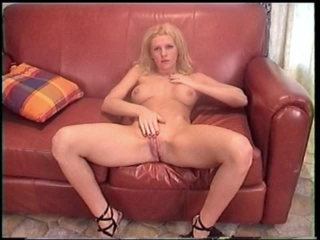 [SD] amateur girls fucked 21 year old kirsty - Amateur Girls Fucked - ManyVids   Striptease, Big Tits, Strip Tease - 384,3 MB