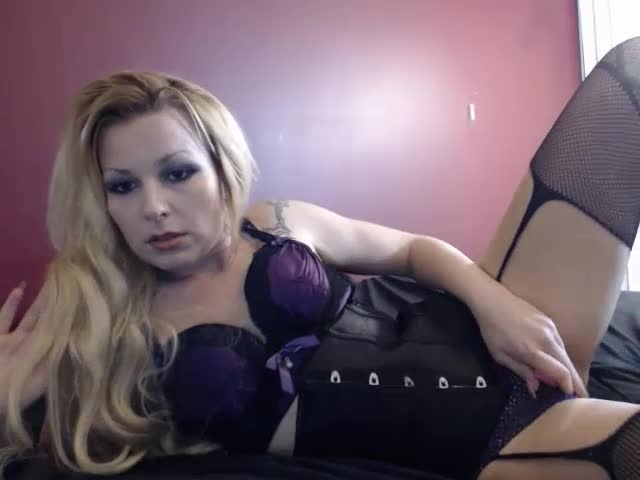 [SD] diamond rouge usingtoyinsexypurplelingerie - Diamond Rouge - ManyVids | Blonde, Corset, Masturbation - 98,6 MB