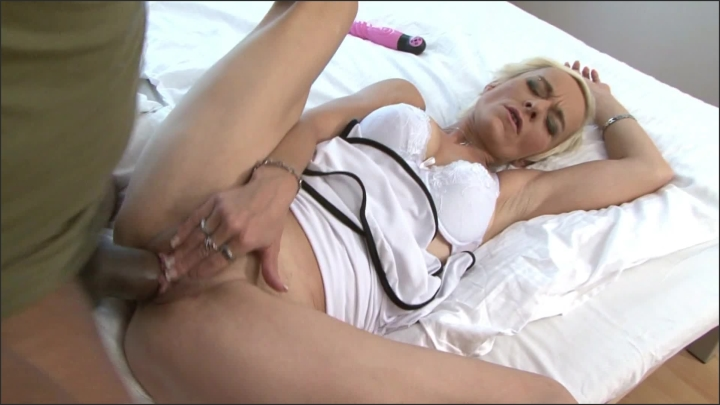 [Full HD] adultcandystore giant black cock in tight granny pussy - adultcandystore - manyvids | Size - 299,9 MB