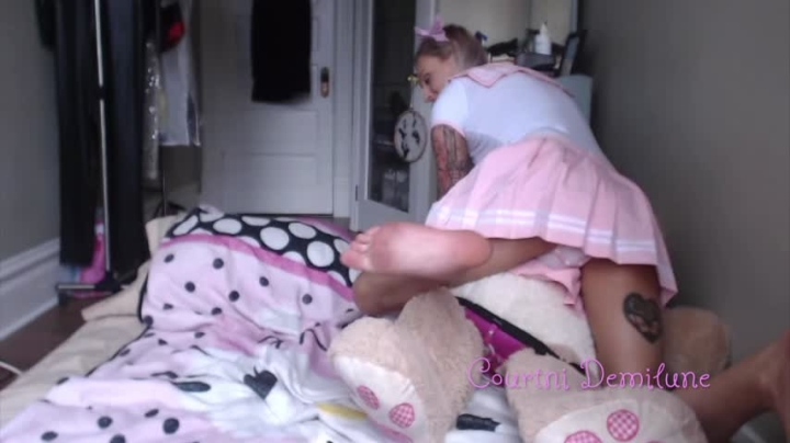 [HD] courtnidemilune abdl girl and her teddy play - CourtniDemilune - Amateur | Diaper, Pillow Humping, Adult Babies - 714,8 MB