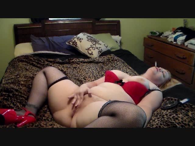 [SD] greta noir smoking and masturbating - Greta Noir - Amateur | Milf, Smoking, Masturbation - 130,3 MB