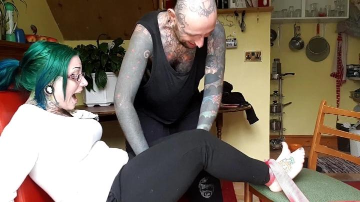[Full HD] tattooedmilfymama hd mamas tickle punishment - TattooedMilfyMama - Amateur | Laughing, Tickle Armpits, Corporal Punishment - 398,4 MB