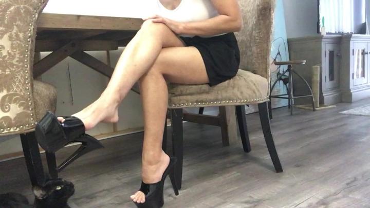 [HD] cassandracruz professor shoe slapping tease - Cassandracruz - Amateur   Dangling, Foot Fetish - 519,1 MB