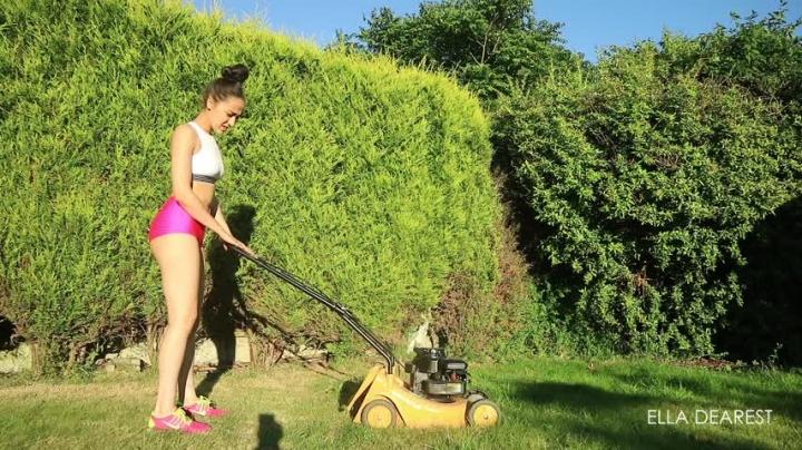 [Full HD] elladearest lawn mower cranking - EllaDearest - Amateur | Voyeur, Voyeur Cams - 1,4 GB