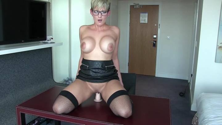 [Full HD] hannahbrooks hot secretary gets horny in the office - HannahBrooks - Amateur | Secretary, Huge Dildo - 1,3 GB