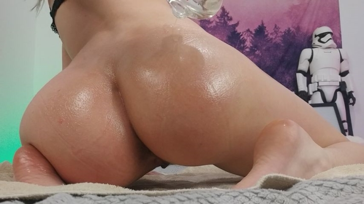 [Full HD] misshowl oily twerks pt 1 - MissHowl - Amateur | Butts, Big Butts, Oil - 580,5 MB