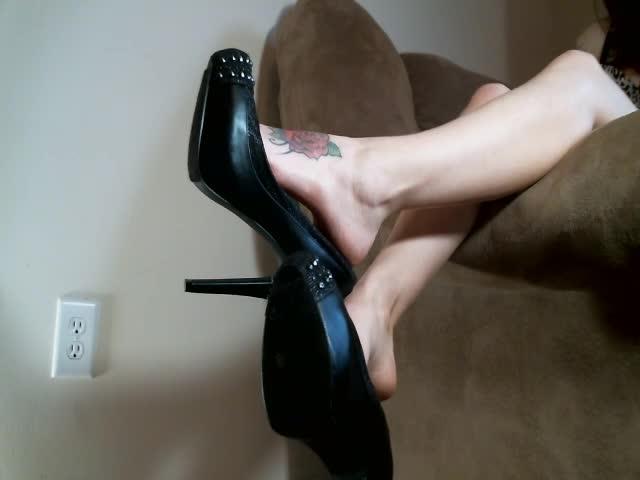 [SD] stella von savage heel dangling and barefoot shoe play - Stella Von Savage - Amateur | Shoe Fetish, Fetish, High Heels - 253,2 MB