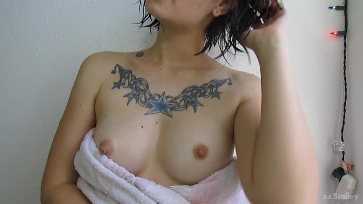 [HD] xxsmiley fresh out of the shower - xxSmiley - Amateur   Shower, Tit Worship, Small Tits - 327,1 MB