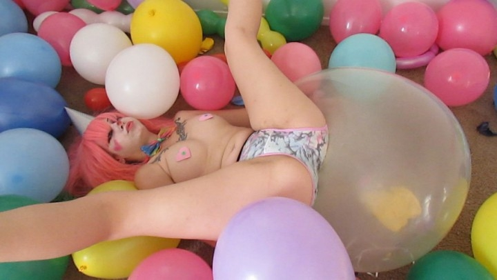 [HD] xxsmiley sexy clown amp her balloons - xxSmiley - Amateur | Latex, Balloons, Fantasy - 1,2 GB