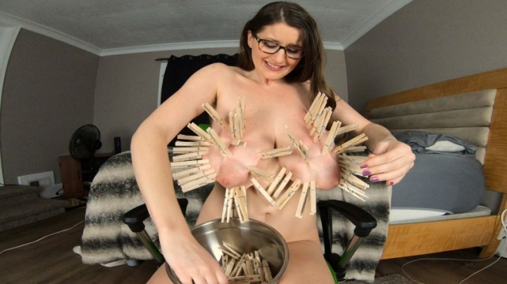 [Full HD] kcupqueen how many clothespins fit on my titties - KCupQueen - Amateur | Bdsm, Huge Boobs, Nipple Play - 750,5 MB