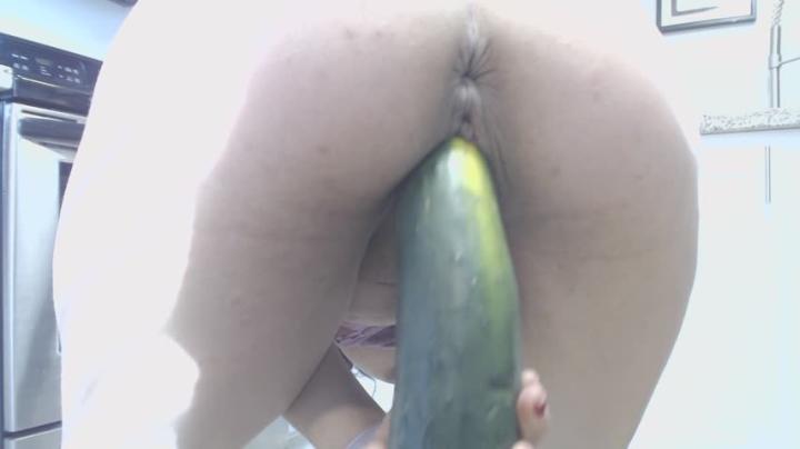 [Full HD] melustya melustya makes a salad with cucumber - Melustya - Amateur   Cooking, Dildo Fucking - 454,7 MB