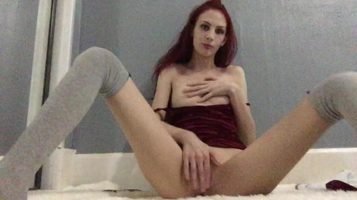 [HD] misskittymoon girlfriend in velvet makes a sexy video - MissKittyMoon - Amateur | Small Tits, Masturbation - 332,2 MB