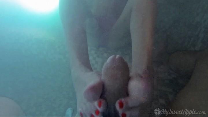 [Full HD] mysweetapple underwater footjob in a jacuzzi - MySweetApple - Amateur | Feet, Teens - 675,1 MB
