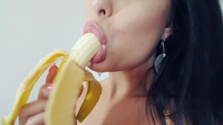 [Full HD] wetcameltoe  banana dildo hd video - WetCameltoe  - Amateur | Fishnets, Lace/lingerie, Blowjob - 1,3 GB