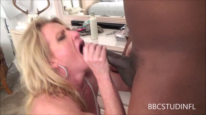 White Girl Sucks Bbc Amateur