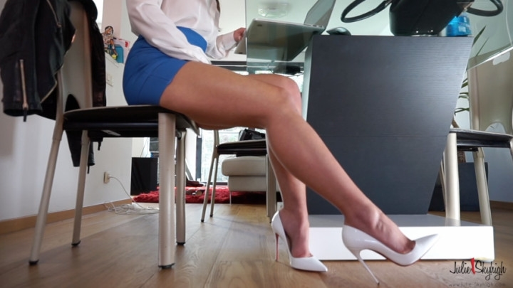 [HD] julieskyhigh dangling with so kate and upskirt - julieskyhigh - Amateur | Upskirt, Spandex, Dangling - 694,7 MB