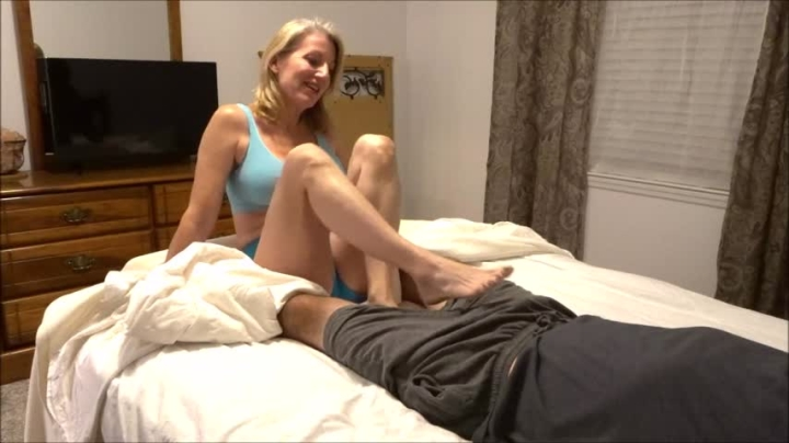 [HD] morina sneaky roomie footjob - MoRina - Amateur | Cfnm, Footjobs, Mature - 626,3 MB