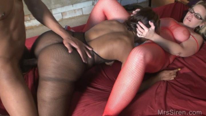 [HD] siren xxx studios black white and phat - Siren XXX Studios - Amateur | Lesbians, Squirting, Threesome - 478,3 MB