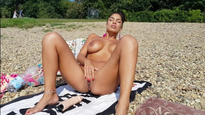 [SD] una alexandar my sister masturbate on public beach - Una Alexandar - Amateur | Outdoors, Public Outdoor, Solo Masturbation - 1 GB