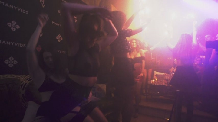 [Full HD] amateur mv takeover party | Twerk, Funny Moments, Dancing - 102,1 MB