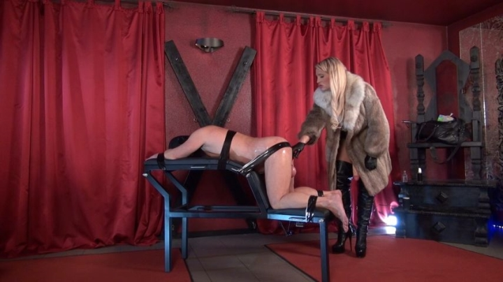 [Full HD] caleatoxic bound and fucked by the glamour lady - CaleaToxic - Amateur | Slave Training, Strap-on - 2,3 GB