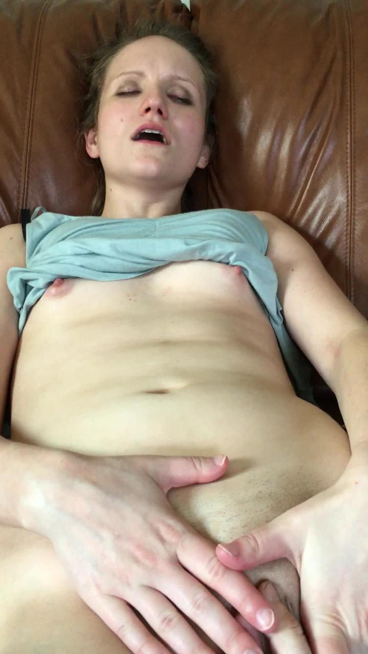 [Full HD] lena starr cumming with a fan - Lena Starr - Amateur   Finger Fucking, Pov, Fingering - 400,1 MB