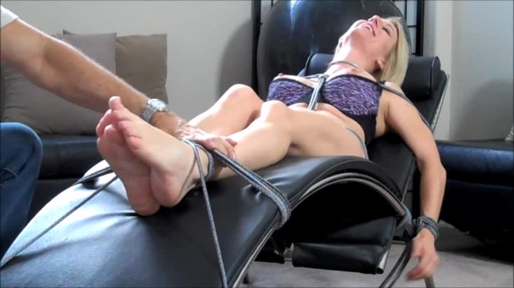 [HD] morina chaise lounge captive tickled - MoRina - Amateur | Foot Tickling, Tickling, Laughing - 210,4 MB