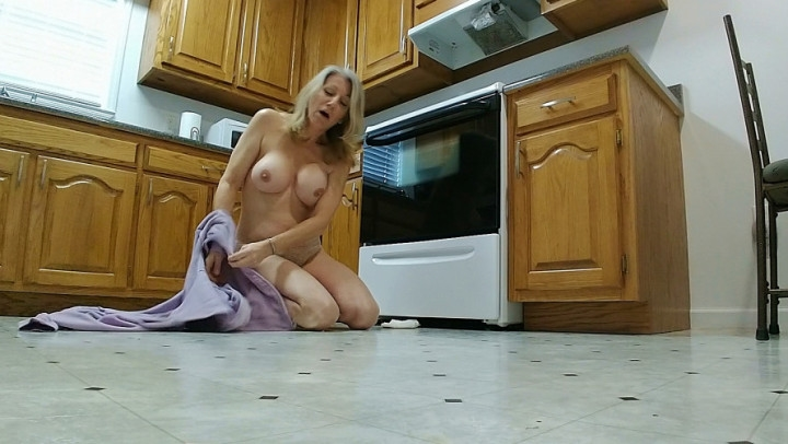 [Full HD] morina cleaning crisis - MoRina - Amateur | Medical Fetish, Coughing Fetish, Housecleaning - 402,7 MB
