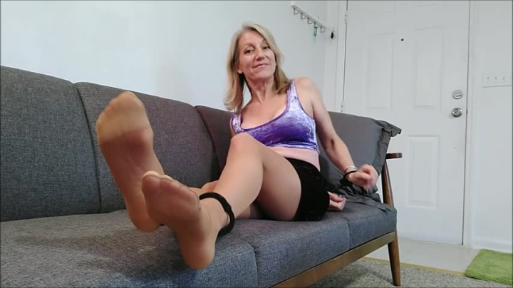 [HD] morina cuffed on the couch - MoRina - Amateur | Pantyhose, Handcuff And Shackle Fetish - 440,9 MB