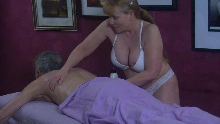 [Full HD] sexy sienna brookes erotic massage with a big cock - Sexy Sienna Brookes - Amateur | Lotion/oil Fetish, Cowgirl, Massage - 1,5 GB