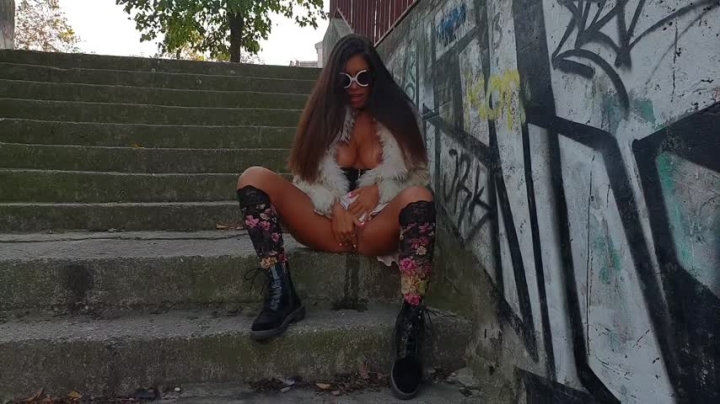 [SD] una alexandar my mom likes to touch herself outdoor - Una Alexandar - ManyVids   Public Outdoor, Public Flashing, Pee - 82,3 MB