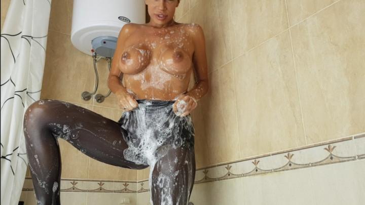 [SD] una alexandar soaping black nylon stockings - Una Alexandar - ManyVids   Bathtub Fetish, Kink, Stocking - 551,5 MB