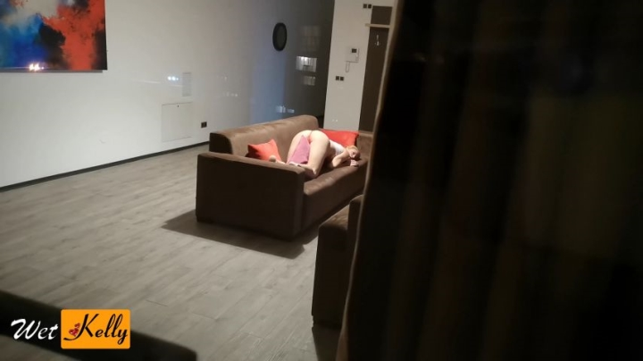 [4K Ultra HD] wet kelly neighbor watching girl over the window - Wet Kelly - Amateur | Hidden Cam, Big Boobs, Pillow Humping - 951,4 MB