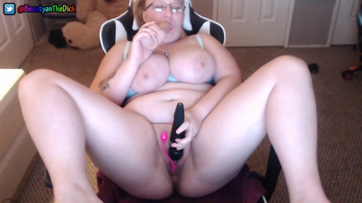 [Full HD] beautyanthedick trying out the new chair - BeautyanTheDick - Amateur   Duel Masturbation, Toys, Solo Female - 408,3 MB