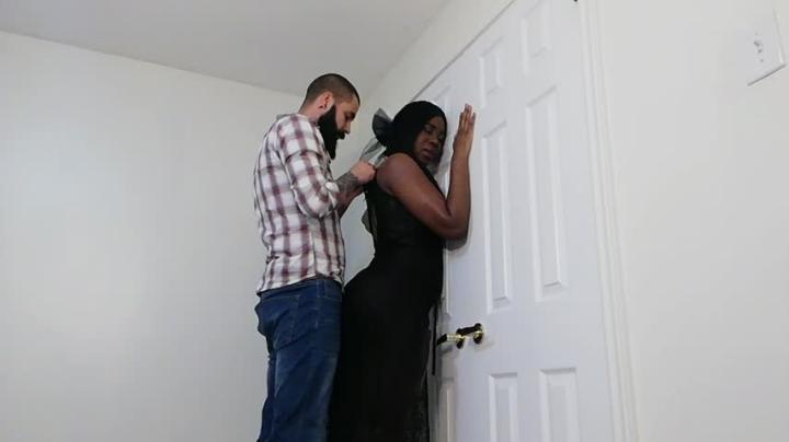 [HD] daddysrozay ebony housewife welcomes husband home - DaddysRozay - Amateur | Riding, Breeding, Creampie - 1,1 GB