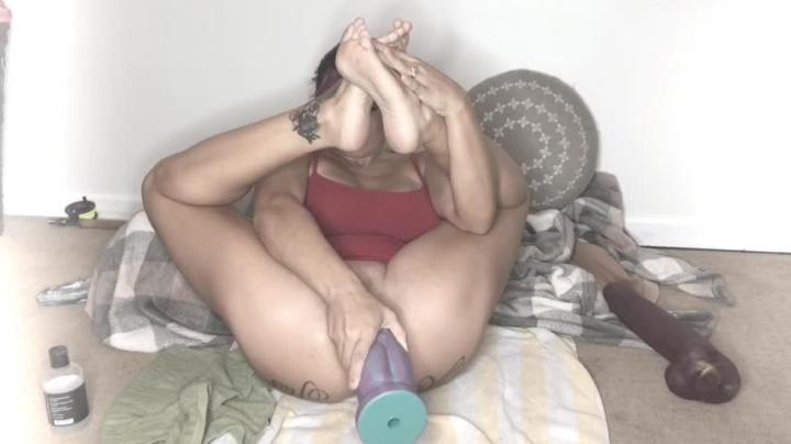 [HD] lilyskye ass fuck with mr hankeys toys - LilySkye - Amateur | Ass, Anal Play, Huge Dildo - 440,2 MB