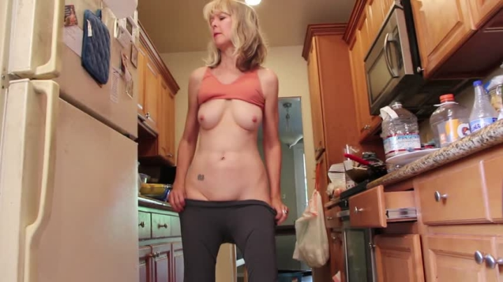 "[Full HD] msjamiefoster new grey yoga pants - MsJamieFoster - Amateur - ""duration 00:04:52""   Mature, Yoga Pants, Gilf - 157,9 MB"