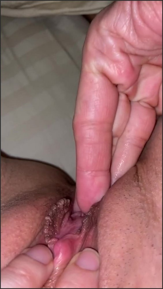[SD] fingering my wife s wet pussy   - TheBeaverPleaser - -00:06:04 | Pussy, Verified Couples, Amateur - 78 MB