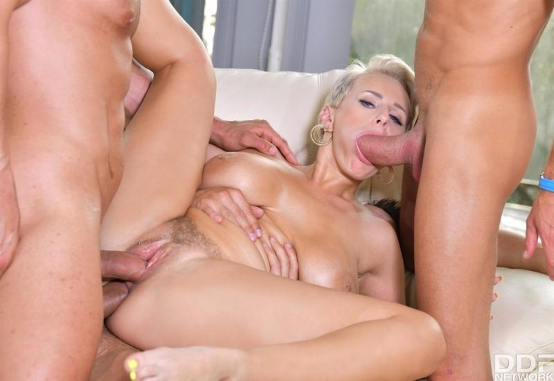 [HD] Angel Wicky - Busty Blonde'S Three One Fun - Mix - SiteRip-00:55:03 | Gangbang, Gonzo - 1,7 GB