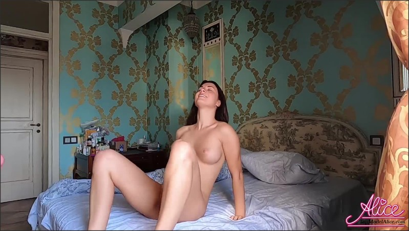 [Full HD] babe suck big cock and hard doggy fuck to creampie after waking up   - AliceKellyXXX - -00:12:06 | Rough Sex, Amateur, Morning Sex - 312,6 MB