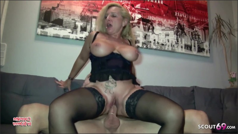 [Full HD] condom off and cum on pussy by german mature wife by guy   - Bi-Jenny - -00:08:40 | Condom Off, Hanging Tits, Pussy Licking - 209,2 MB
