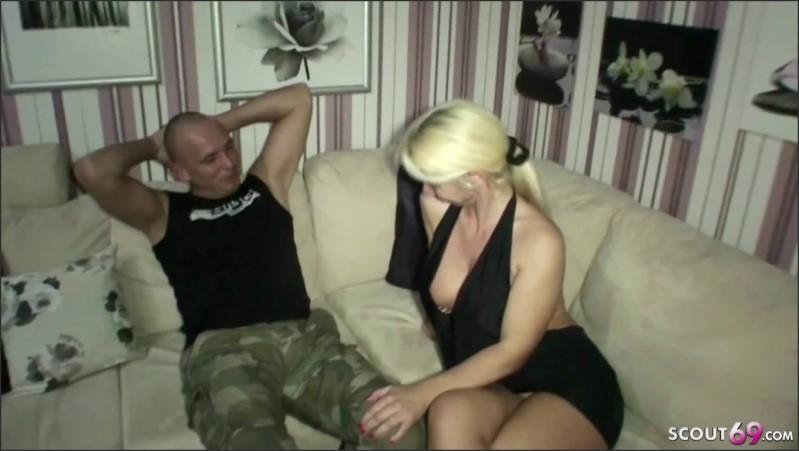 [Full HD] deutsche mutter und stief tochter geben ihm einen footjob   - MILF-Nadja - -00:13:31 | Hardcore, Milf - 304,8 MB