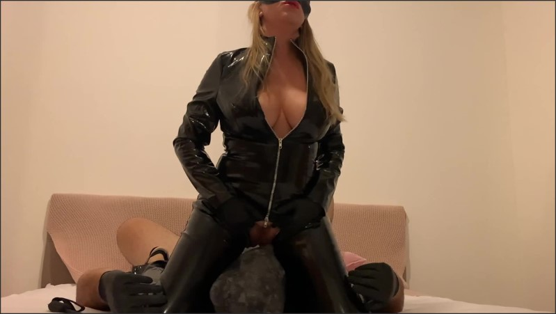 [Full HD] femdom catwoman makes facesitting whipping and fingering pussy in her latex suit and high hells   - Catwomancat - -00:10:39 | Latex Gloves, Hardcore, Latex Catsuit - 252,6 MB